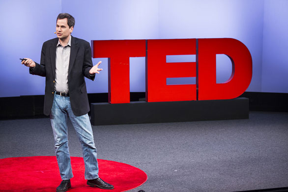 David Pogue outlines 10 computer/smartphone tricks everyone should know, but man don't, at TED U during TED2013. Photo: Ryan Lash