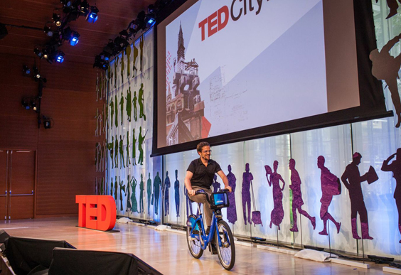 Before Session 3 started, host John Cary stepped outside the theater and rented a CitiBike from the sidewalk kiosk. Photo: Ryan Lash