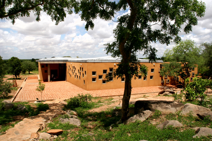 Here, a new project: a health clinic in the Opera village in Laongo, Burkina Faso. This is the entrance. Photo: Francis Kéré