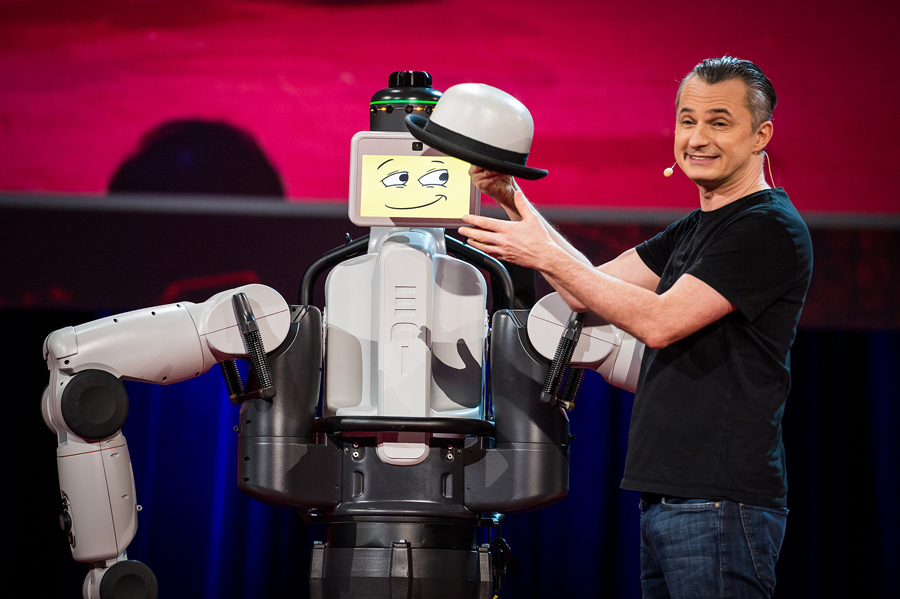 Marco Tempest performs alongside robot EDI. Pohot: James Duncan Davidson