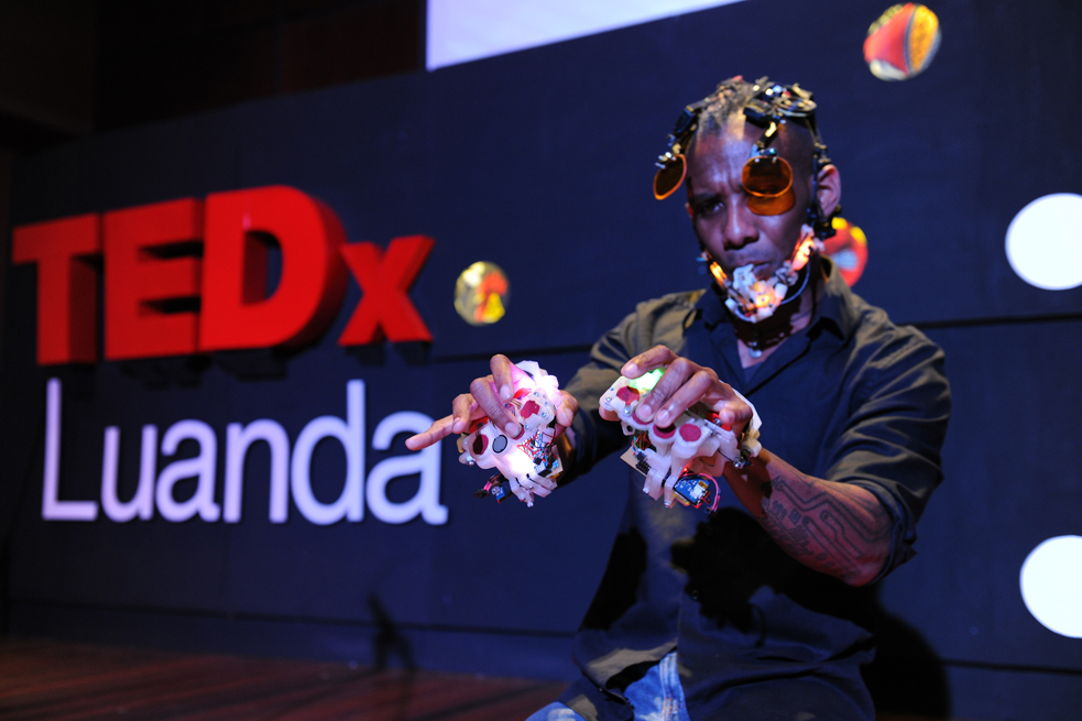 Onyx Ashanti, a sci-fi obsessed electronic jazz artist, takes the stage. Photo: Midan Studio