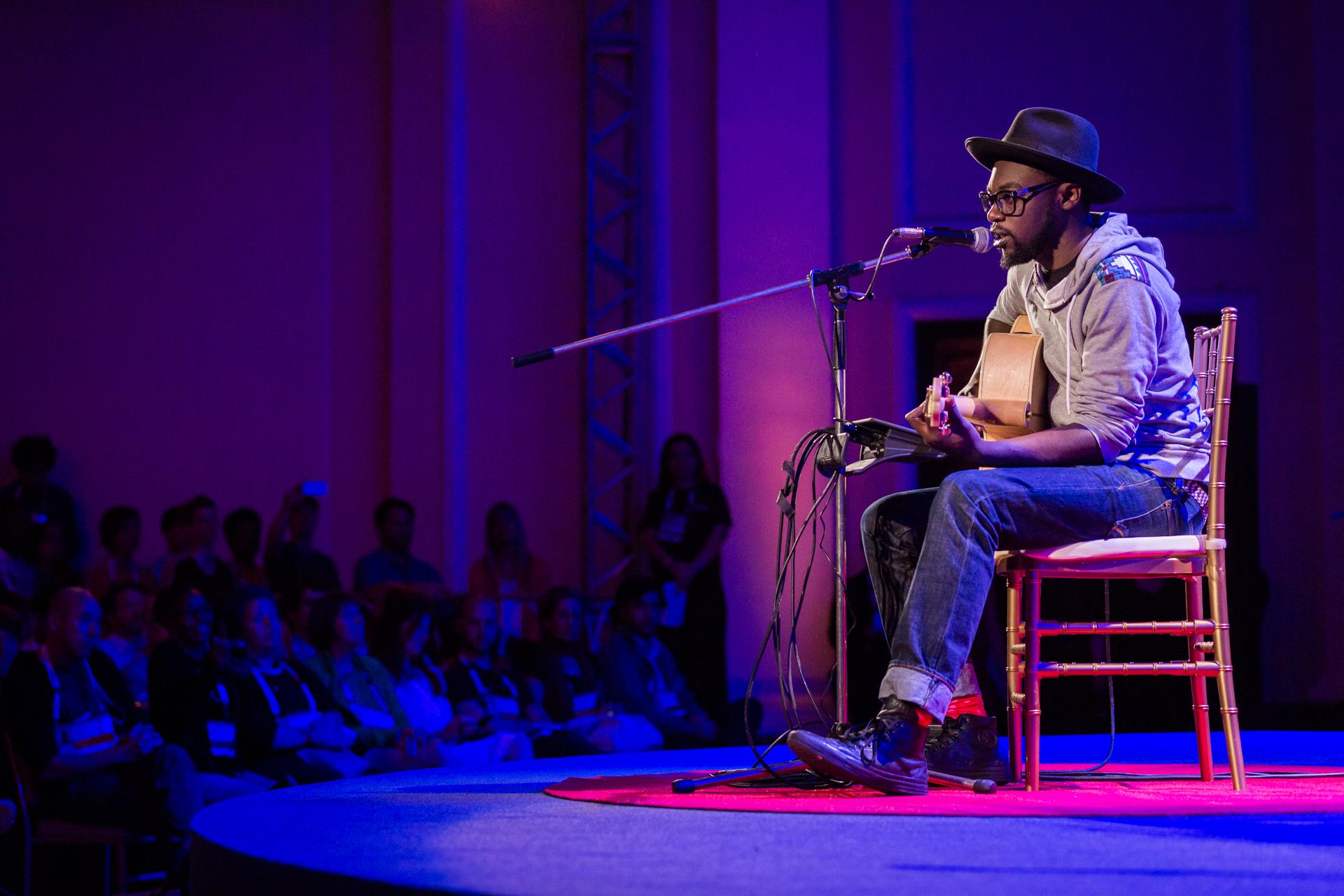 Bill Sellanga seranades the audience at the start of Fellows session 2 at TEDGlobal 2014. Photo: Ryan Lash