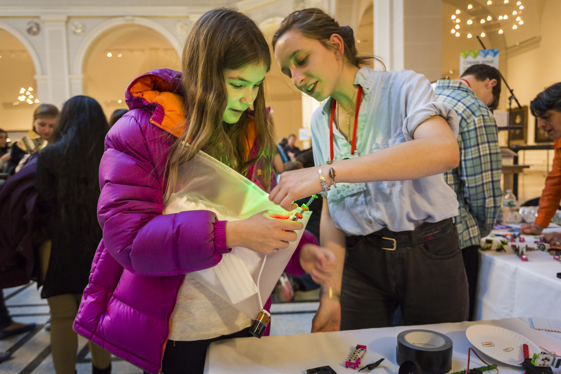 An attendee creates an LED light with magnetic littleBits blocks. Photo: Ryan Lash/TED