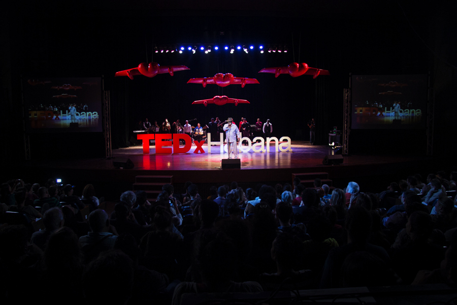 A speaker onstage at TEDxHabana. Photo: Courtesy of Andrew Levin