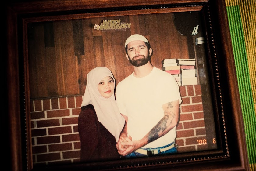 Nur, left, holds hands with her husband, David, for the first time. David was in incarcerated in South Dakota, and they had exchanged letters for years. She met him for the first time the day before this photo. Photo: 30 Mosques in 30 Days