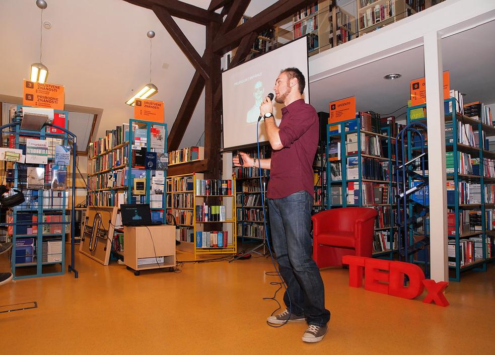 A TEDx talk amidst bookshelves at TEDxKoprivnicaLibrary. Photo: Courtesy of TEDxKoprivnicaLibrary