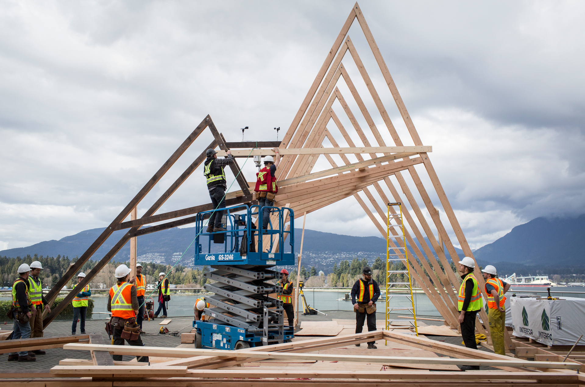 Building Michael Green's wooden pavilion at TED2015 - Truth and Dare. Photo: James Duncan Davidson/TED