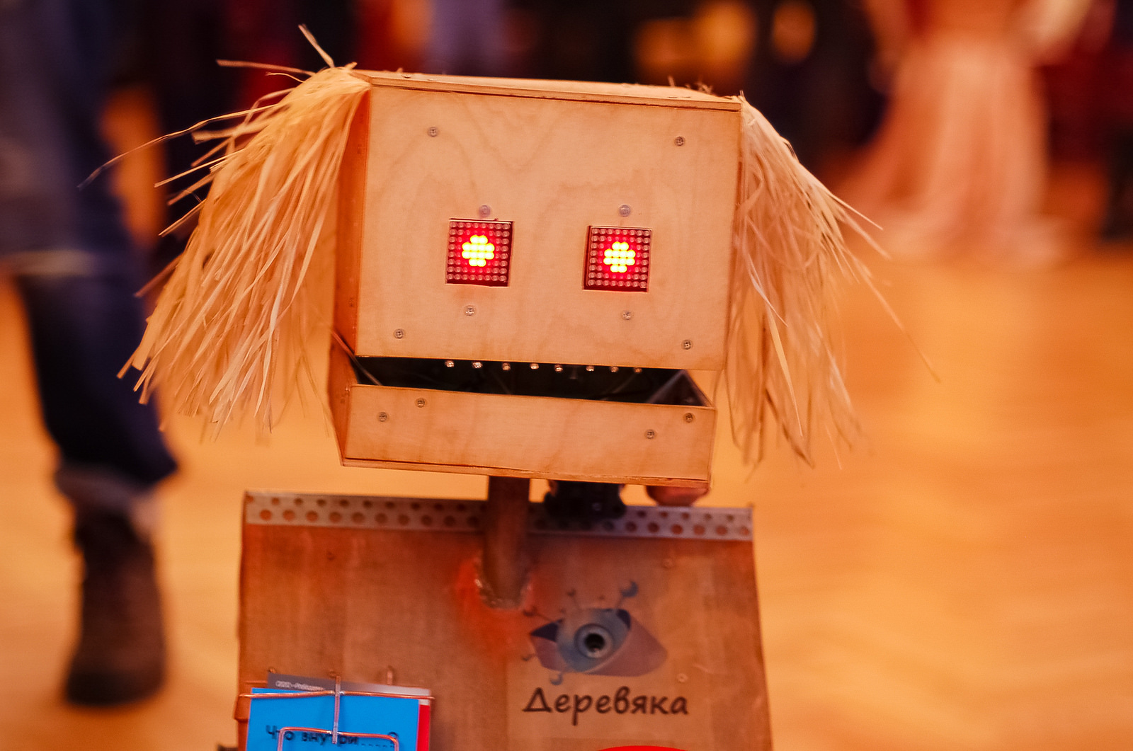 A wooden robot roamed the hall and mingled with guests during the break. Photo: TEDxMoscow