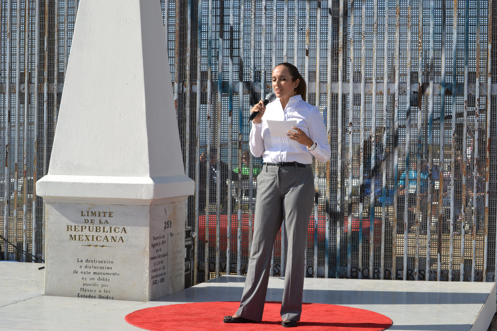 Adriana Eguia Alaniz She stands next to Monument 258, the first point of demarcation between the US and Mexico. The stage on the Mexican side of the fence was built to incorporate it. Eguia Alaniz began her talk in the morning in the US and ended it in the afternoon in Mexico. Photo: Arturo Loaiza/TEDxMonumento258
