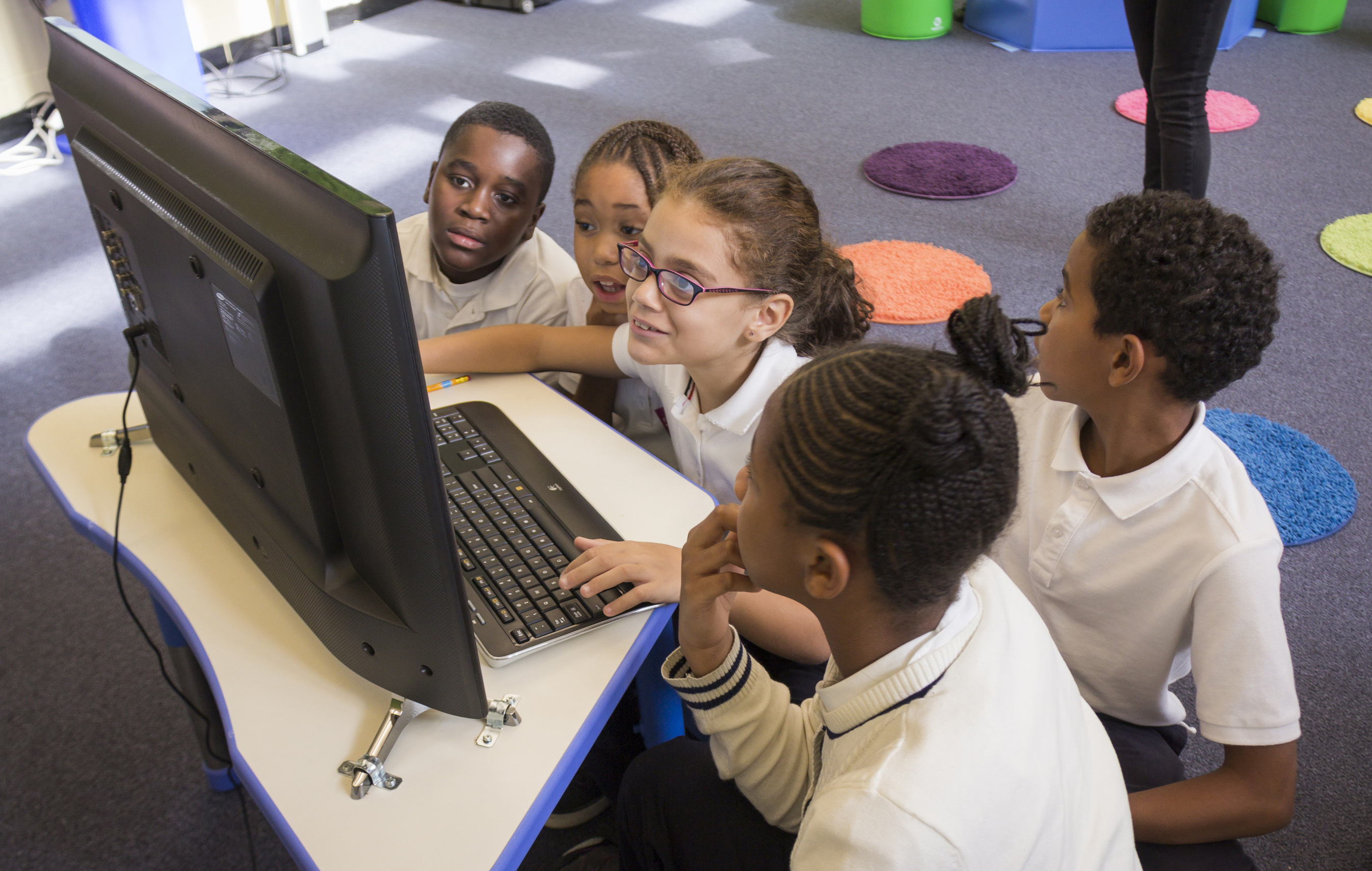 At SOLE NYC, a learning lab inside a public school in Harlem, students participate in SOLE sessions once a week. Photo: Dian Lofton/TED