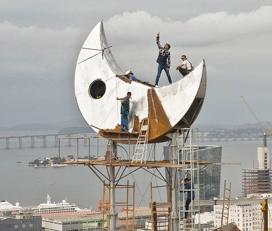 JR stands atop an unusual art space, soon to open in Rio. Photo: Courtesy of JR