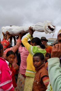 A turning of the bones ceremony in Madagascar. Photo by Hery Zo Rakotondramanana/CC BY-SA.