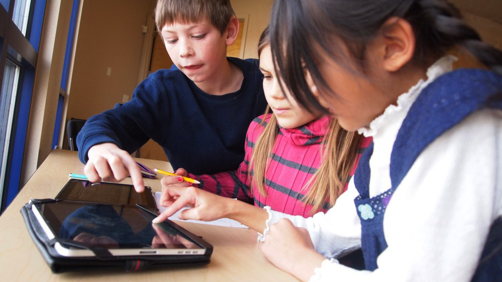 Students work together in a tech badge program at Bethke Elementary School in Timnath, Colorado. https://www.flickr.com/photos/56155476@N08/6660067753